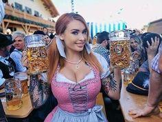 Oktoberfest Outfit, Oktoberfest Beer, Octoberfest Girls, German Women, German Girls, Beer Maid, Beer Girl, Beer Festival, Cultura Pop