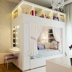 Una habitación con colores frescos y un diseño acogedor. ¿Les gustaría algo así para su niña? 💜💚 #ChildrensSpaces #EspaciosParaNiños