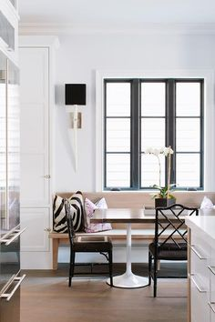 12 Modern Ways To Home Interior Design Step By Step 9 Cozy & Beautiful Breakfast Nooks Worth Waking Up To Dining Nook, Dining Room Design, Kitchen Design, Dining Table, Banquette Design, Banquette Seating, Luxury Interior Design, Home Interior, Black Window Trims