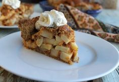 Paleo Apple Pie and more of the best paleo Thanksgiving recipes on MyNaturalFamily.com #paleo #thanksgiving