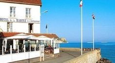 Hôtel De La Marine Arromanches-les-Bains Facing the sea and the famous museum of the Allies Normandy landings of 1944, The La Marine Hotel enjoys the best location of the area fitted in a beautiful bay between two steep rocks.