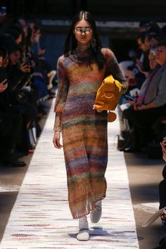 Acne Studios Fall 2018 Ready-to-Wear Fashion Show Collection: See the complete Acne Studios Fall 2018 Ready-to-Wear collection. Look 15 Fall Fashion Trends, Latest Fashion Trends, Autumn Fashion, Knitwear Fashion, Knit Fashion, Fashion Top, Womens Fashion, Vogue, How To Purl Knit