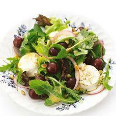 Grape and Cheddar Salad with Grape Yogurt Dressing Easy Salads, Easy Meals, Vinaigrette, I Foods, Cheddar, Cobb Salad, Potato Salad, Salad Recipes, Good Food