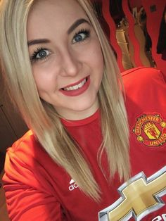 Most Awesome Manchester United Wallpapers Martial Hot Football Fans, Football Girls, Soccer Fans, Manchester United Wallpaper, Manchester United Fans, Female Soccer Players, Anthony Martial, Man United, Beautiful Women