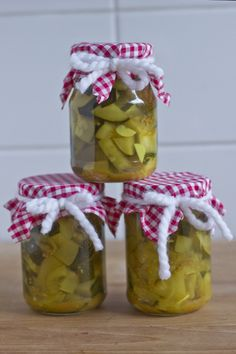 Preserving vegetables is my new hobby and this sweet and sour zucchini pickle recipe might just be the best I ever tried! Fruit Recipes, New Recipes, Favorite Recipes, Amazing Recipes, Healthy Recipes, Zucchini Pickles, Pickled Zucchini, Sour Pickles, Best Comfort Food