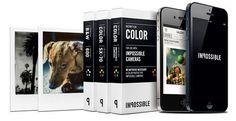 iPhoneの画面に表示した写真を、画面の明かりだけでインスタントフィルムに露光する「INSTANT LAB」。アナログ感が素敵。