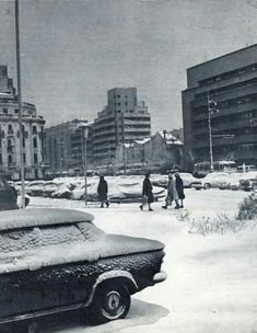 Bucuresti,iarna 1968 Warsaw Pact, Romania Travel, Central And Eastern Europe, Bucharest Romania, Winter Scenery, Old City, Time Travel, Old Town, Cool Photos