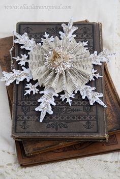 Vintage Snowflake Handmade Christmas Ornament Craft DIY Book pages with german glitter glass Christmas Ornament Crafts, Snowflake Ornaments, Noel Christmas, Book Crafts, Christmas Projects, Winter Christmas, Handmade Christmas, Holiday Crafts, Vintage Christmas