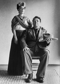Photo of Frida Kahlo & Diego Rivera | See any symbolism in this photo? #Kahlo JournaltoHealth.com | Source: camarademocratica.blogspot.com
