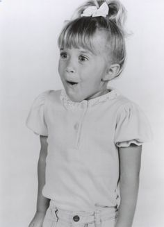 michelle tanner cute picture // black and white photograph // ashley mary kate olsen as kids