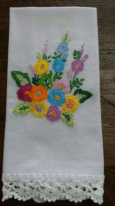 Bordado Hand Embroidery Patterns Flowers, Hand Embroidery Videos, Hand Work Embroidery, Silk Ribbon Embroidery, Crewel Embroidery, Hand Embroidery Designs, Embroidery Techniques, Applique Designs, Crazy Patchwork