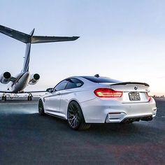 Kalkışa hazır mısınız? BMW M4 Coupé. #BMW #SürüşKeyfi