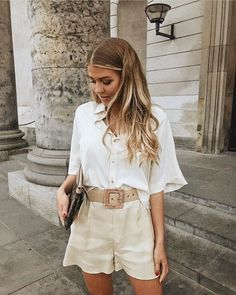 10 looks estilosos com shorts para testar este verão Trend Fashion, Fashion 2020, Look Fashion, Womens Fashion, Classy Fashion, 70s Fashion, Summer Fashion Trends, Fashion Lookbook, Petite Fashion