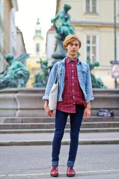 Bow Tie, Hessian Bag and British Indie Influence - Patrick at Neuer Markt (Wien, 1. Bezirk, Innere Stadt)