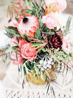 Protea bridal bouquet | Grace Aston Photography | see more on: http://burnettsboards.com/2015/05/mid-century-modern-boho-wedding/