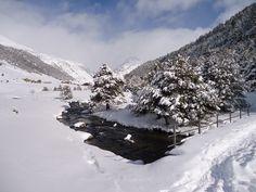 Valle de Incles (Andorra), enero de 2013. Nubosidad de retención en la cara norte, que dejaba débiles precipitaciones cuando aquellas superaban el límite del collado.