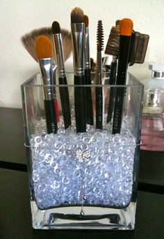 Organized makeup brushes --not that i even own this many makeup brushes, but its cute.