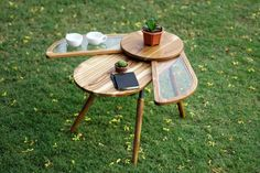 This beetle-inspired table spreads its wings to double its tabletop surface!   Yanko Design Ahmedabad, Coffee Table Images, Coffee Table Design, Interactive Table, Petites Tables, Decorating Coffee Tables, Design Awards, Designing Women, Wings