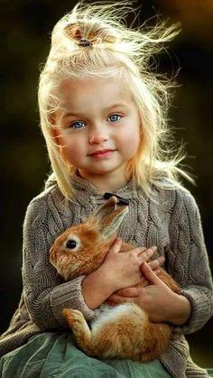 Mele immm ok zledim Senin insaf n yok mu Y r So Cute Baby, Cute Little Girls, Cute Kids, Cute Babies, Precious Children, Beautiful Children, Beautiful Babies, Animals For Kids, Cute Baby Animals