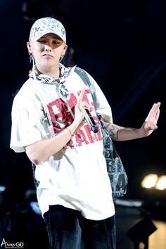 i bleed black and yellow  : fckyeahgdragon:   161126 G-Dragon - BIGBANG...