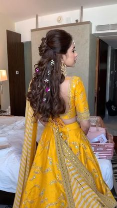 Party Wear Indian Dresses, Designer Party Wear Dresses, Indian Gowns Dresses, Indian Bridal Outfits, Indian Bridal Fashion, Indian Fashion Dresses, Dress Indian Style, Indian Designer Outfits, Bridal Hairstyle Indian Wedding