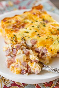 Ham & Potato Breakfast Casserole - our favorite breakfast casserole! Great make-ahead casserole for potlucks, overnight guests and the holidays! Only 5 ingredients! Ham, cream of potato soup, eggs, mi Easy Breakfast Casserole Recipes, Ham Casserole, Hashbrown Breakfast Casserole, Breakfast Potatoes, Breakfast Ham, Breakfast Dishes, Brunch Recipes, Overnight Breakfast, Breakfast Ideas