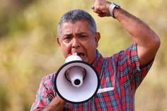 """A continuación la contundente carta que el General Ángel Vivas envía a los venezolanos:  MENSAJE DEL GENERAL VIVAS A LOS VENEZOLANOS  """"Venezolanos, no crean en el discurso mentiroso de quienes están dedicados a sacar provecho político y económico de nuestra tragedia, de quienes los han engañado por años, ya ustedes los conocen, ya ustedes  saben quiénes son. No pierdan tiempo en marchas inútiles, organícense e incorpórense de inmediato a LA RESISTENCIA,"""