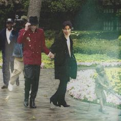 Prince tries to run away from paparazzi after being spotted taking a stroll with Michael at Neverland. (Is this real? Prince Images, Pictures Of Prince, Paris Jackson, Jackson 5, Lisa Marie Presley, Minnesota, Baby Prince, Prince Cd, Prince Michael Jackson