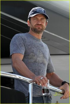 Gerard Butler in a Colorado Buffaloes shirt.....I prefer him in NO SHIRT!