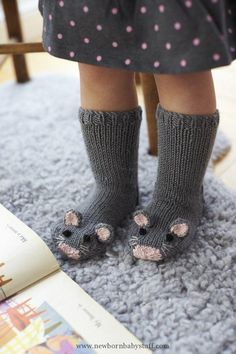 Baby Knitting Patterns DIY Knit Mice Socks - How perfect and cute are these socks f...