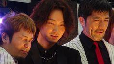 スカパラとKen Yokoyamaに囲まれた綾野剛「今年一番楽しい」と満面の笑み