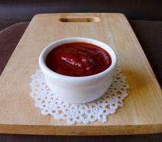 DIY Homemade Ketchup | pinkrecipebox.com