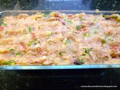 Necesitaremos: 1 kg. de pechuga picada 1 cebolla 1 pimiento verde 3 dientes de ajo 100 gr. de jamón serrano picado un tro...