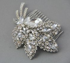 Vintage Wedding hair comb @Gaby Sandoval for my wedding hair. Keep a look out for somehing like this please