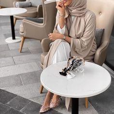 Modest Fashion Hijab, Street Hijab Fashion, Modesty Fashion, Arab Fashion, Islamic Fashion, Summer Fashion Outfits, Muslim Fashion, Modest Outfits, Fashion 2020
