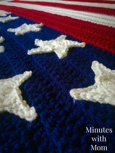 Crochet Afghans Ideas Crochet American Flag Blanket with Free Pattern! - Looking for an easy to make American Flag Blanket? Checkout this FREE pattern for my easy Flag Blanket throw! You will love how gorgeous it looks! Crochet Afghans, Crochet Stars, Crochet Stitches, Crochet Blankets, Crochet Edgings, Crochet Mandala, Cross Stitches, Crochet Motif, Crochet Gratis