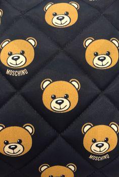 Cute Wallpaper Backgrounds, Phone Backgrounds, Cute Wallpapers, Black Wallpaper Iphone, Bear Wallpaper, Moschino Bear, Design Art, Logo Design, Cute Lockscreens