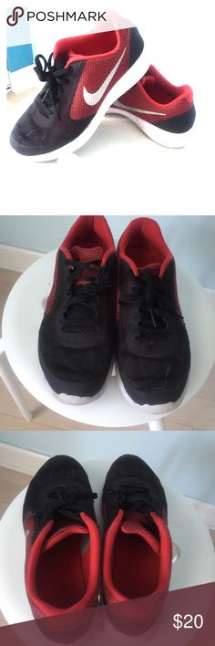 Boys nike sneakers Black red and white nike sneakers boys size 5.5 Nike Shoes Sneakers