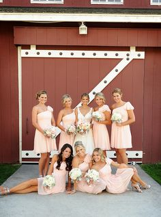 I love the pose of the three in front- this could work with each bridesmaid standing next to me or just one with my MOH