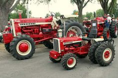 The Little Tractor Co. specializes in custom hand made half scale tractors. Small Tractors, Old Tractors, International Tractors, International Harvester, Antique Tractors, Vintage Tractors, Cat Farm, New Tractor, Tractor Pulling