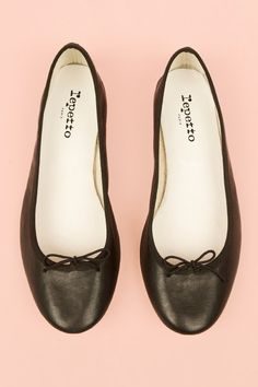 Friday Favorites - Favorite Fashion Week Necessity (classic black Repetto ballet flats via Saks Fifth Avenue) #niciasonoki #fashionista