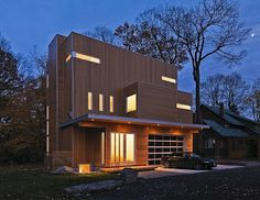 Modern LightHouse in Ottawa. Nice modern city house designed for a family of five in Ottawa Canada. Wooden House Design, Unique House Design, Modern Exterior, Exterior Design, Unusual Homes, Unique Architecture, Residential Architecture, Modern City, Modern Homes