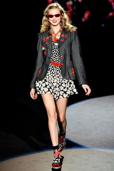 Anna Sui Spring 2012 Ready-to-Wear Fashion Show - Lindsey Wixson