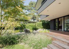 Salle à manger moderne par meier architekten zürich moderne Beautiful Gardens, Beautiful Homes, Garden Entrance, Garden Borders, Outdoor Photos, Rooftop Terrace, Outdoor Living, Outdoor Decor, Garden Inspiration