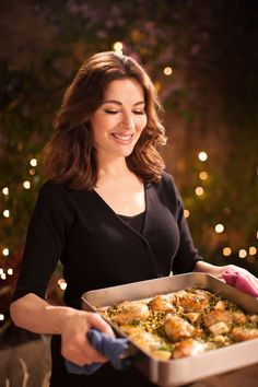 At one point Nigella drowned her chicken tray bake with vermouth, after saying she'd only add just a 'splosh' Nigella Lawson Christmas, Simply Nigella, Deliciously Ella, Thing 1, Food Shows, Tray Bakes, Food Network Recipes, Food Photography, Cooking
