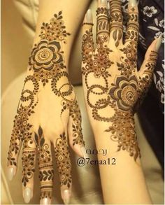 Image uploaded by Sayeda ♡. Find images and videos about henna, mehndi and eid on We Heart It - the app to get lost in what you love. Pretty Henna Designs, Floral Henna Designs, Finger Henna Designs, Mehndi Designs 2018, Modern Mehndi Designs, Mehndi Designs For Girls, Mehndi Designs For Fingers, Henna Tattoo Designs, Khafif Designs