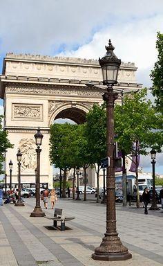 lilyadoreparis:  Arc de Triomphe, Paris.   Paris love  aluxurylifestyle