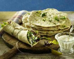 Pitabrote mit Koriander und Peperoni zu Blattsalat mit Joghurt-Knoblauchdessing Rezept