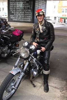 Leather pants, jacket and boots. Leather Men, Leather Pants, Bike Leathers, Cafe Racer Style, Greaser, My Ride, Rockers, Mens Fashion, Cafe Racers
