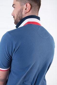 10e84b594e Confectionné en piqué de coton, ce polo pour homme présente une coupe  décontractée. Le